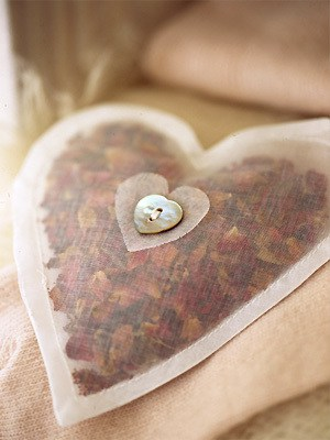 Rose petal crafts 10 ideas to create keepsakes and gifts - Crafts with flower petals ...