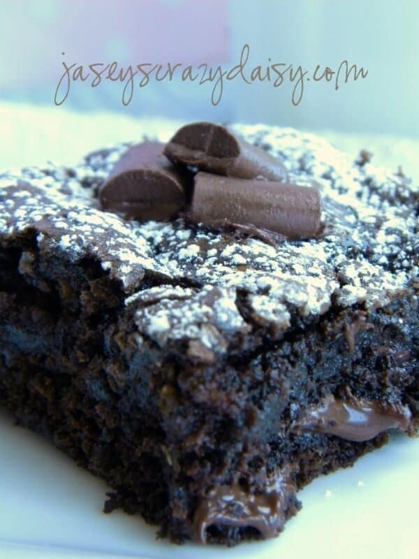 Chocolate Chunk Zucchini Brownies {with a gluten free recipe option} by Jasey's Crazy Daisy - Zucchini Recipes on Kenarry.com