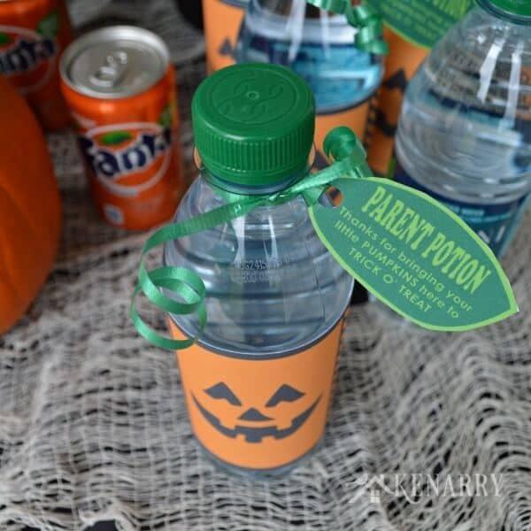 Halloween Dasani Water Bottle Pumpkins - Free Printable - #SpookySnacks - Kenarry.com