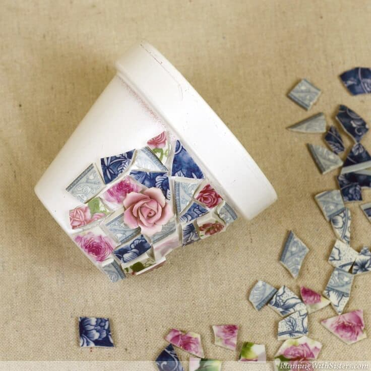 Mosaic pots trio how to make broken china mosaics for Broken glass art projects