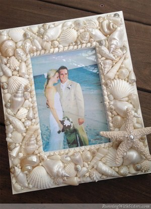 RunningWithSisters.com Create a picture frame with beach style featuring seashells, starfish, and pearls!