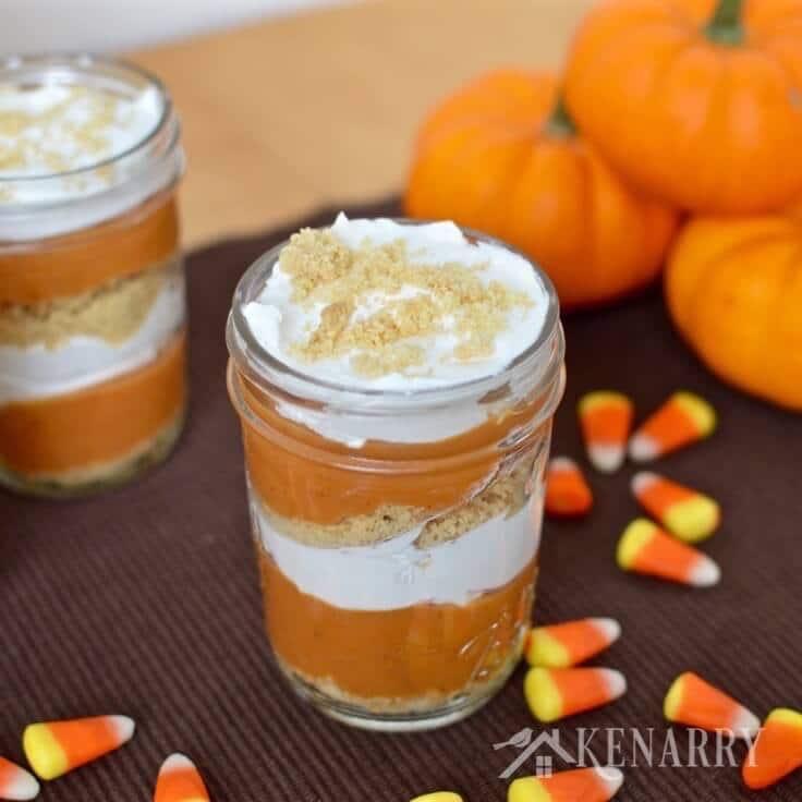 2 jars of pumpkin pie parfaits