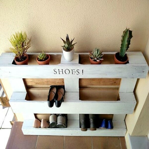 DIY Easy Pallet Shoe Rack