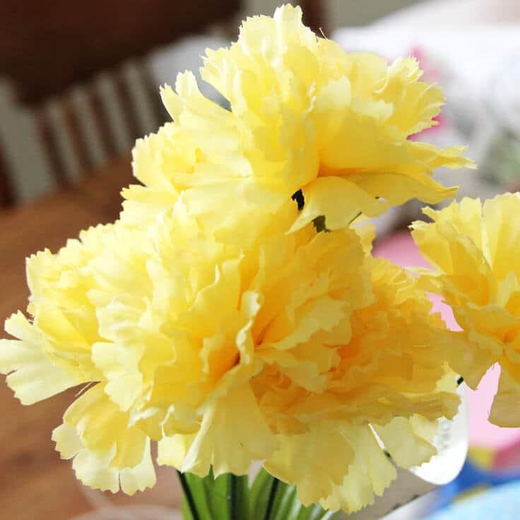 Spring-Wreath-Yellow-Flowers