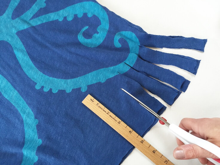 greco design shows us how to upcycle our favorite T-shirt to a fresh tote bag