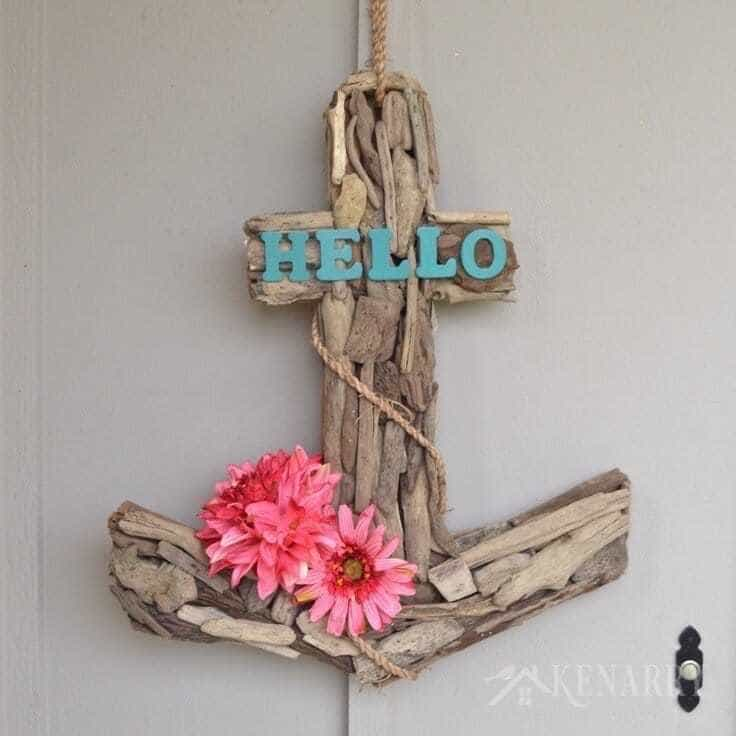 I love coastal or nautical style for home decor in the summer. This anchor wreath idea would look great by the front door - indoor or outdoor!