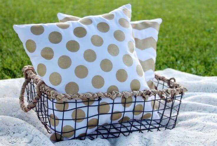 Kate Spade Inspired Pillows – JST Design - 18 DIY Throw Pillow Tutorials featured on Kenarry.com