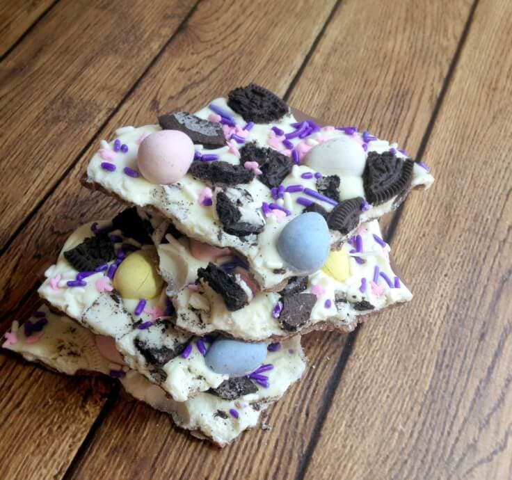 Easter Bunny Bark - Three Loud Kids - Easter Desserts featured on Kenarry.com