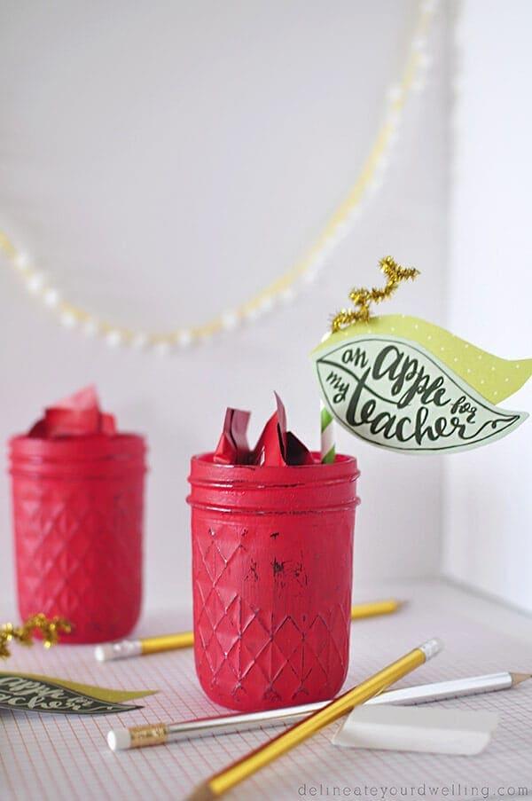 Teacher Appreciation Gift : Apple Mason Jar – Delineate Your Dwelling - Teacher Gift Ideas featured on Kenarry.com