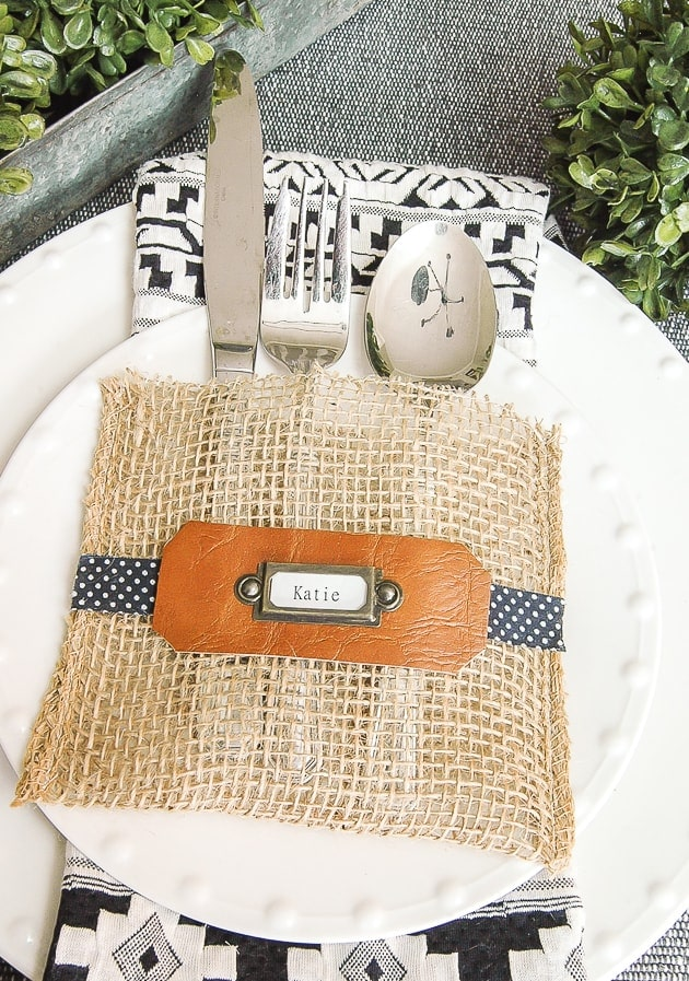 How to Cut Burlap and Make Easy Utensil Holders – Little House of Four -- 12 creative burlap craft projects featured on Kenarry.com