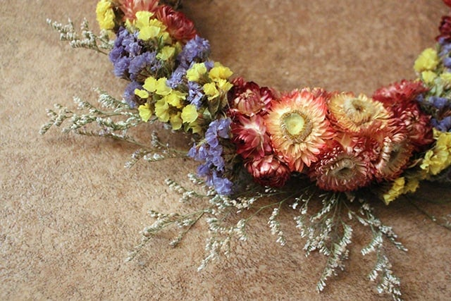 dried-flower-wreath-finishing-touches