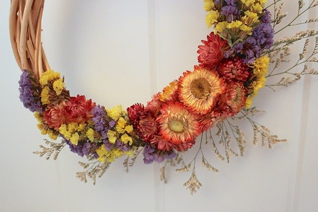 dried-flower-wreath-closeup