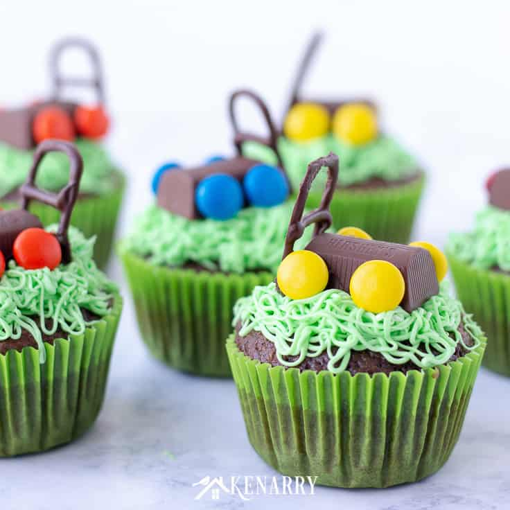 Use this tutorial to make delicious and fun Father's Day cupcakes with edible lawn mowers. This easy dessert idea uses a boxed cake mix and candy so anyone can learn to decorate and impress their dad! #fathersday #cupcakes #recipes #cupcakeideas