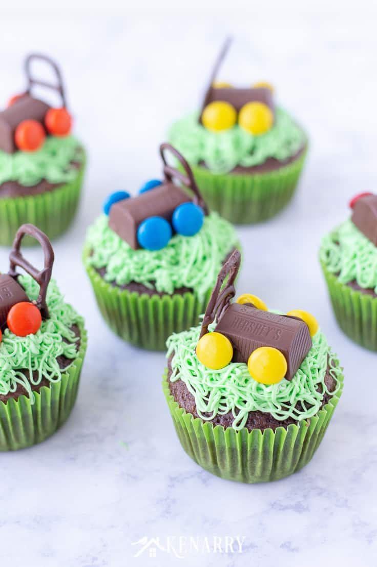 Make fun and delicious Father's Day cupcakes with candy lawn mowers to celebrate your favorite dad. This easy dessert idea for Father's Day will be a big hit at your summer barbecue. #fathersday #cupcakes #recipes #cupcakeideas #racecar