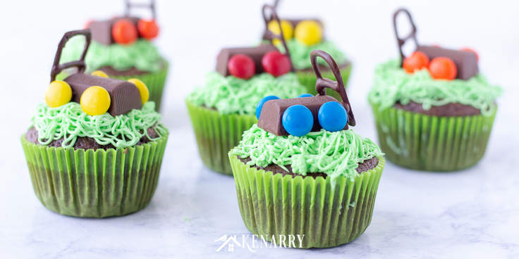 Learn how to make a lawn mower out of candy to decorate Father's Day cupcakes. Your dad will love this easy dessert idea you made just for him. #fathersday #cupcakes