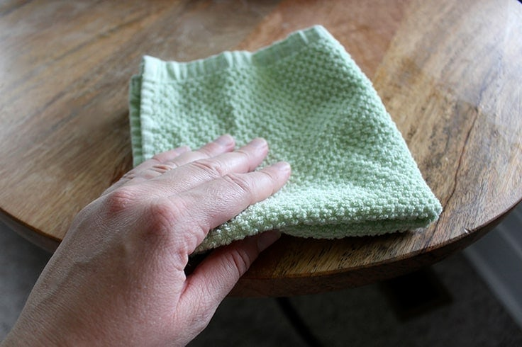 diy-essential-oil-cleaning-products-cloth