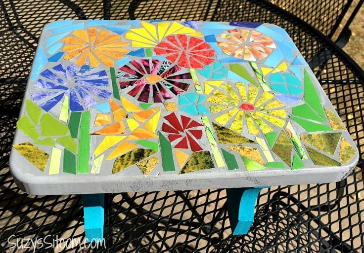 How to create a faux ceramic mosaic with paper.  A great use for recycled magazines!