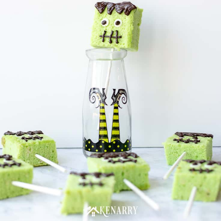 Need a fun and easy Halloween dessert to make for a party? Try these cute cake pops decorated to look like Frankenstein monster. Your kids will love them! #easyrecipes #halloween #recipes #dessert #kidfriendlyrecipes