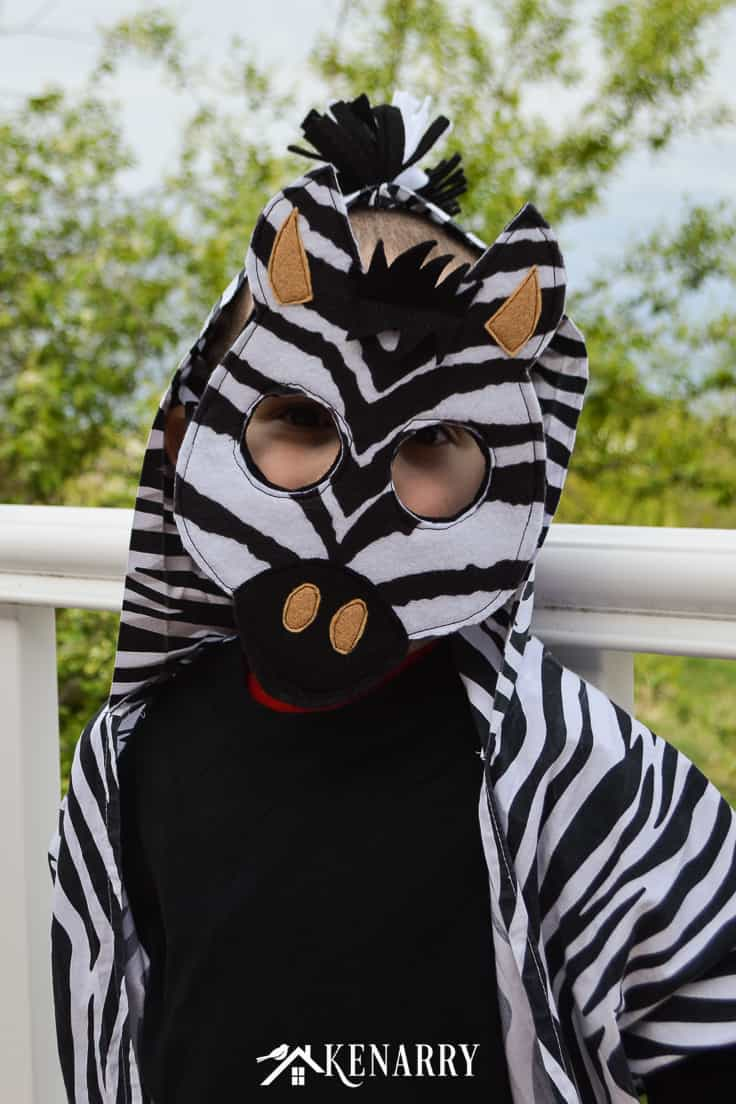 Use this tutorial with free printable diy mask template to make an easy kids zebra costume for your child to wear for jungle animal dress-up or a cute Halloween costume idea. #diyhalloweencostume #halloween #costume #halloween #kidscostumes #diycostumes #kenarry
