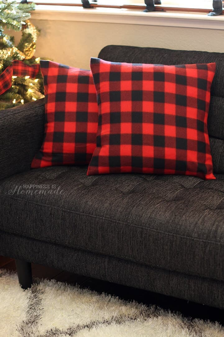 Buffalo Check Plaid Pillows from a $3 Blanket - Happiness is Homemade - See more easy DIY Buffalo Plaid Decor Ideas on Kenarry.com
