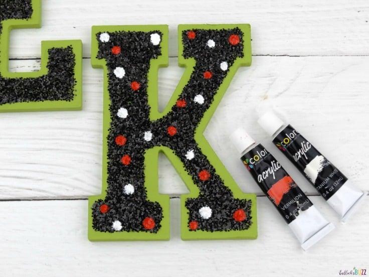 DIY Halloween wreath add polka dots to letter k
