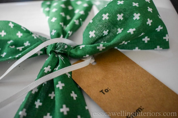 Need some Christmas gift wrapping ideas? Try solid white or brown paper with DIY fabric ribbon! It's a simple and easy way to wrap beautiful presents for Christmas!