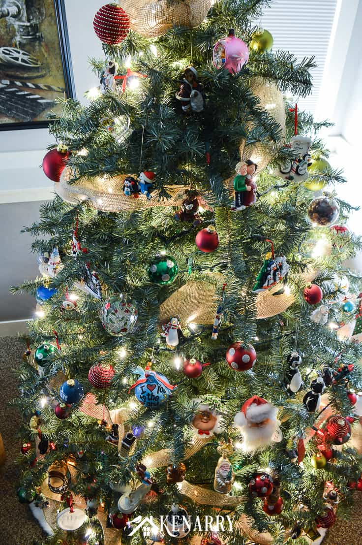 Love farmhouse style decor? Learn how to decorate a rustic Christmas tree like a professional this holiday season with ornaments, lights, and wide burlap ribbon as garland using these step by step instructions. #christmastree #christmas #kenarry