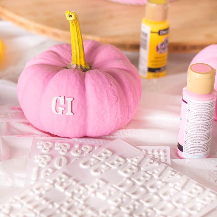 """An easy-peasy DIY for Thanksgiving - a pastel pumpkin centrepiece that say """"Give Thanks"""""""