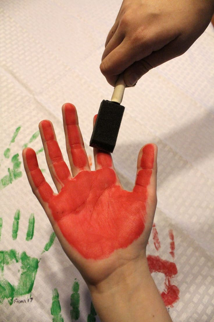 DIY Handprint Tablecloth: painting the palm and fingers
