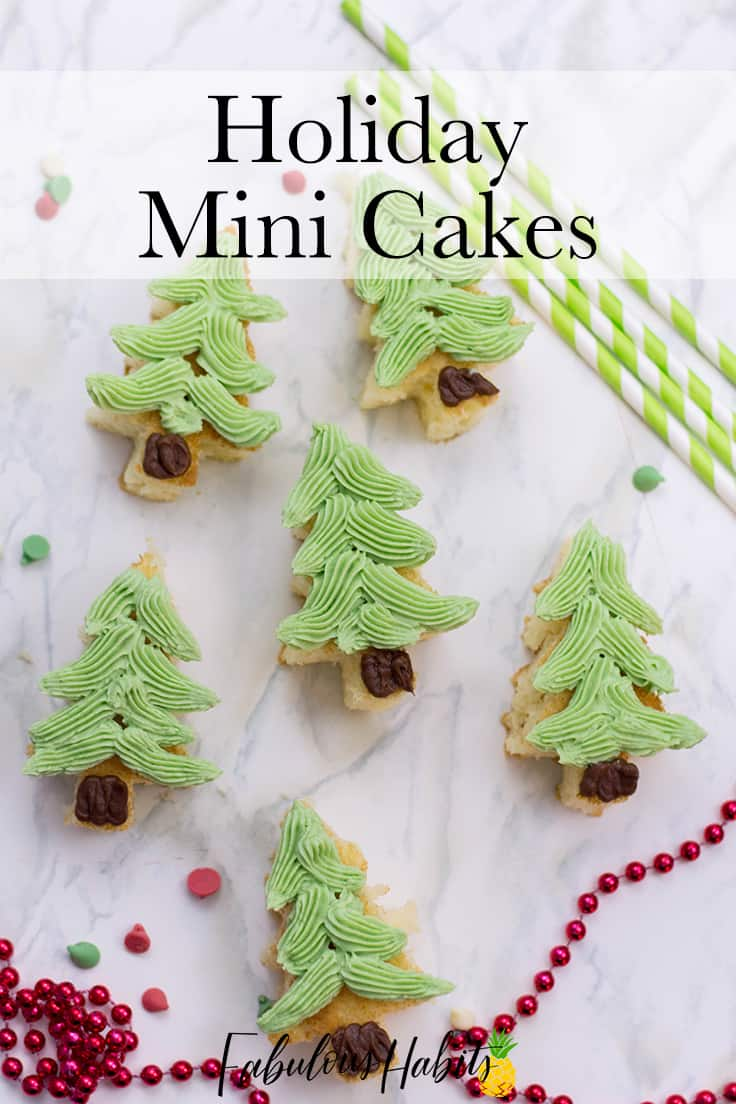 These cute mini homemade Christmas cakes are tasty, festive and look fancy, but they are incredibly easy to put together. Make 'em, share 'em at a party, and most importantly: enjoy 'em! #christmasdesserts #christmas #kenarry
