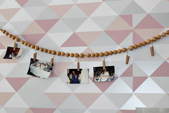 Learn how to make a DIY farmhouse style wood bead garland photo display that you can hang in your office, craft room or even your living room fireplace mantle. Change out the photos quickly and easily, or use it to display your seasonal decorations! #crafts #farmhouse #kenarry