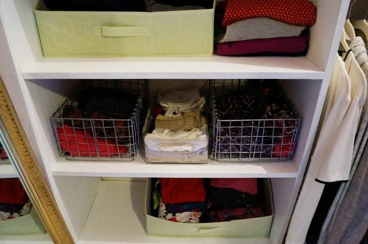 These easy closet organizing ideas will help you declutter and organize any closet! With some easy organizing tips, you will have a clutter free clothes closet! #closetorganization #organization #kenarry