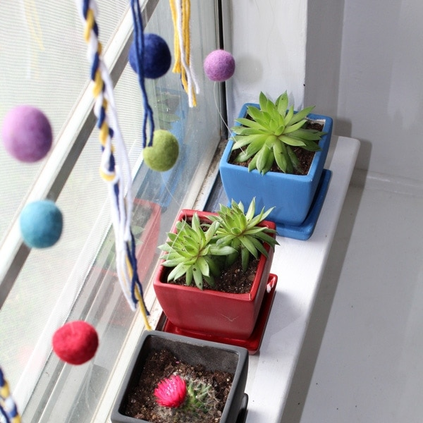 Simple yarn and felt window hanging for spring