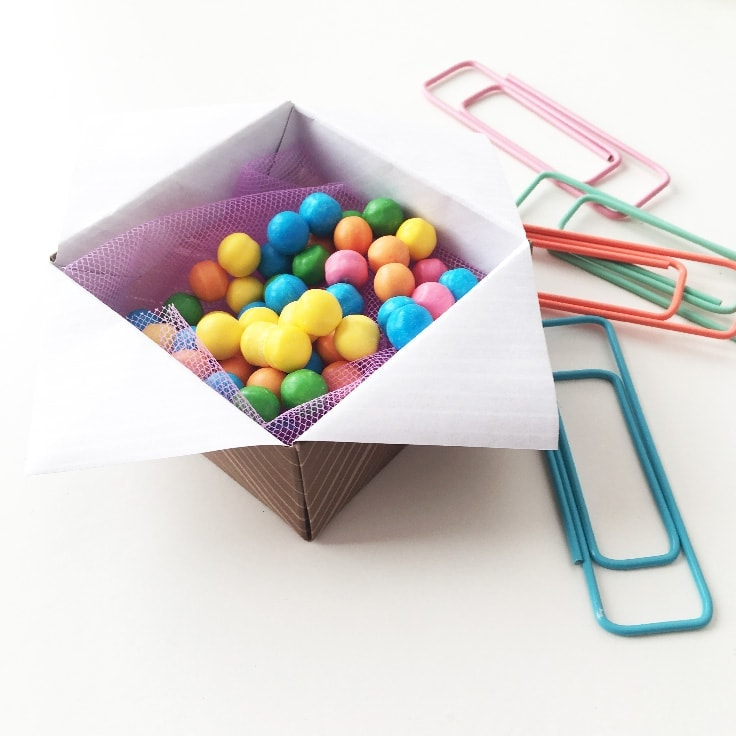 Origami | Fold this star masu box for candy and party favors.